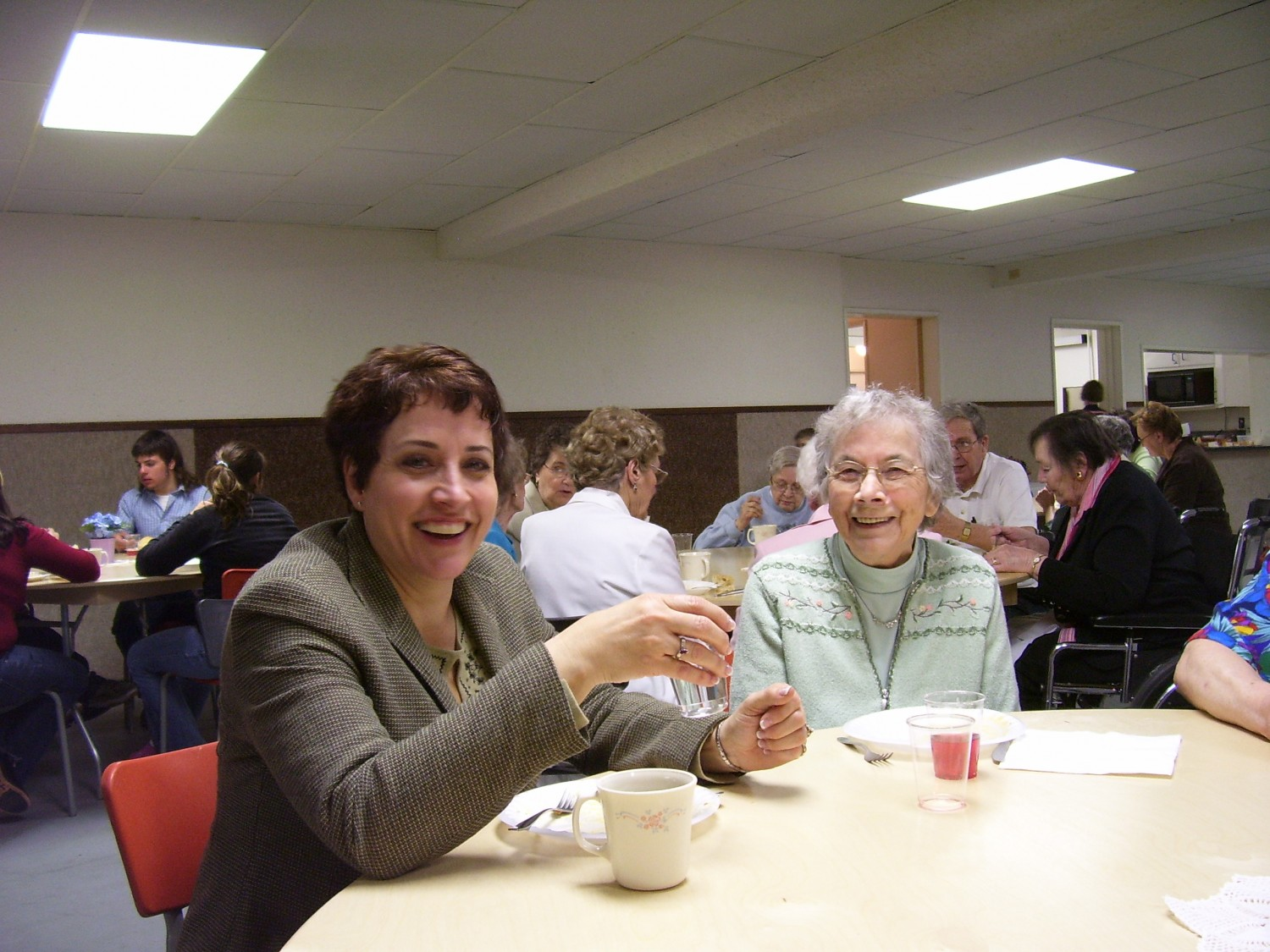 Biggar AGC lunch, Dianne with her mom