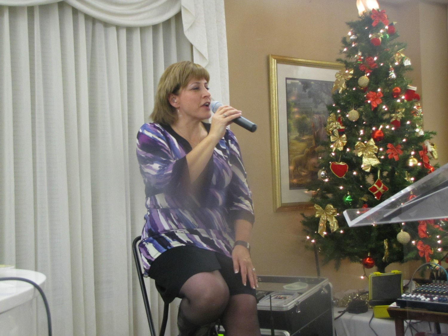Dianne singing a Christmas song